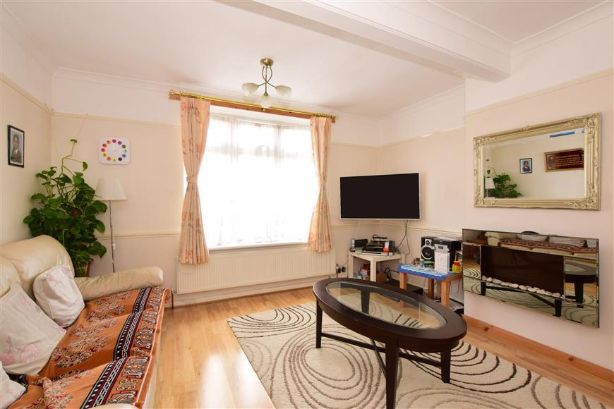 3 Bedrooms End Of Terrace House for sale in Withymead, Chingford, London
