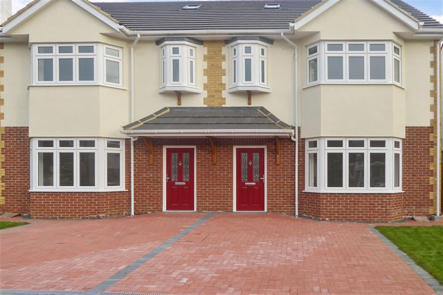 4 Bedrooms Semi Detached House for sale in Heathcote Grove, Chingford