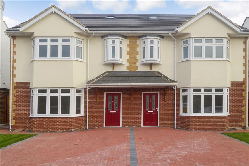4 Bedrooms Semi Detached House for sale in Heathcote Grove, London