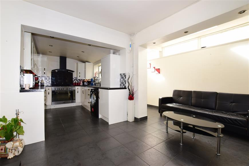 3 Bedrooms Terraced House for sale in Dames Road, Forest Gate, London