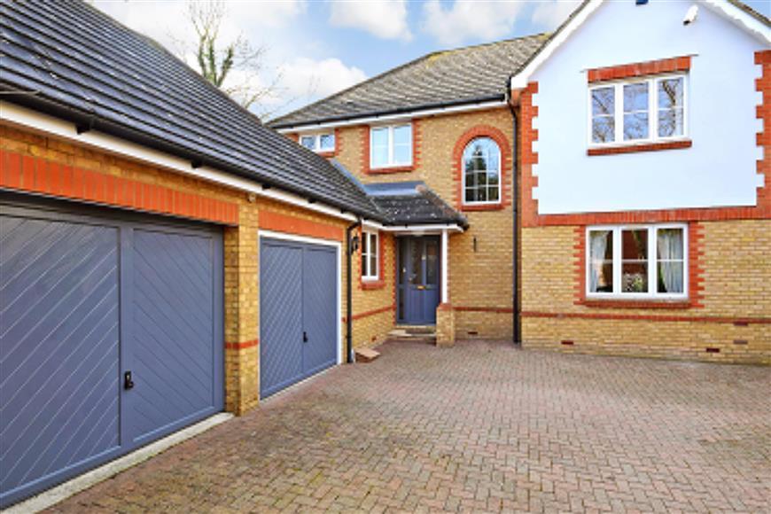 3 Bedrooms Detached House for sale in Little Brook Road, Roydon, Harlow, Essex