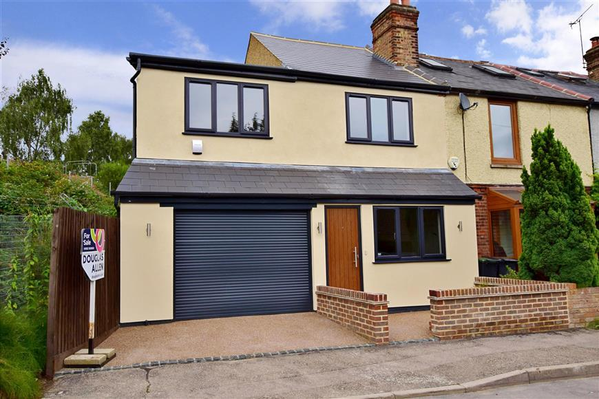 3 Bedrooms End Of Terrace House for sale in Allnutts Road, Epping, Essex