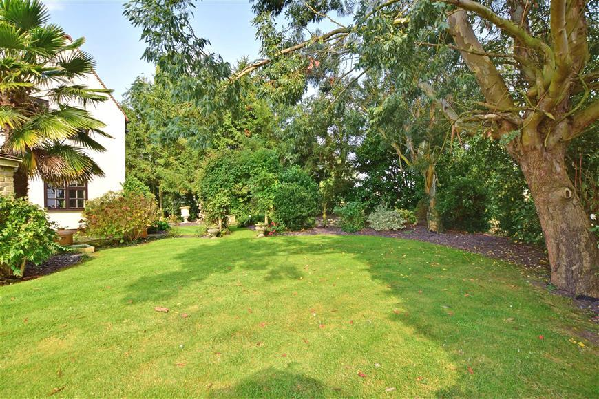 4 Bedrooms Detached House for sale in Weald Bridge Road, North Weald, Epping, Essex