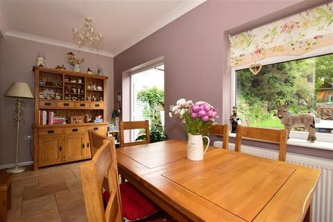 2 bedroom bungalow for sale - Patricia Drive, Hornchurch, Essex