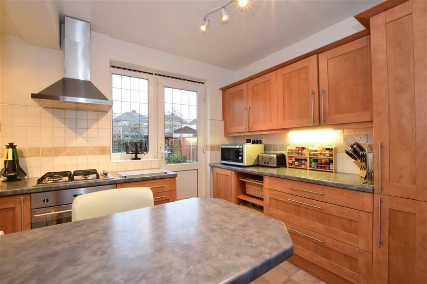 3 Bedrooms Semi Detached House for sale in Hacton Lane, Upminster, Essex