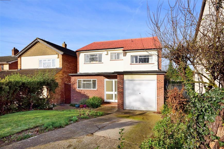 4 Bedrooms Detached House for sale in Fanshawe Crescent, Hornchurch, Essex