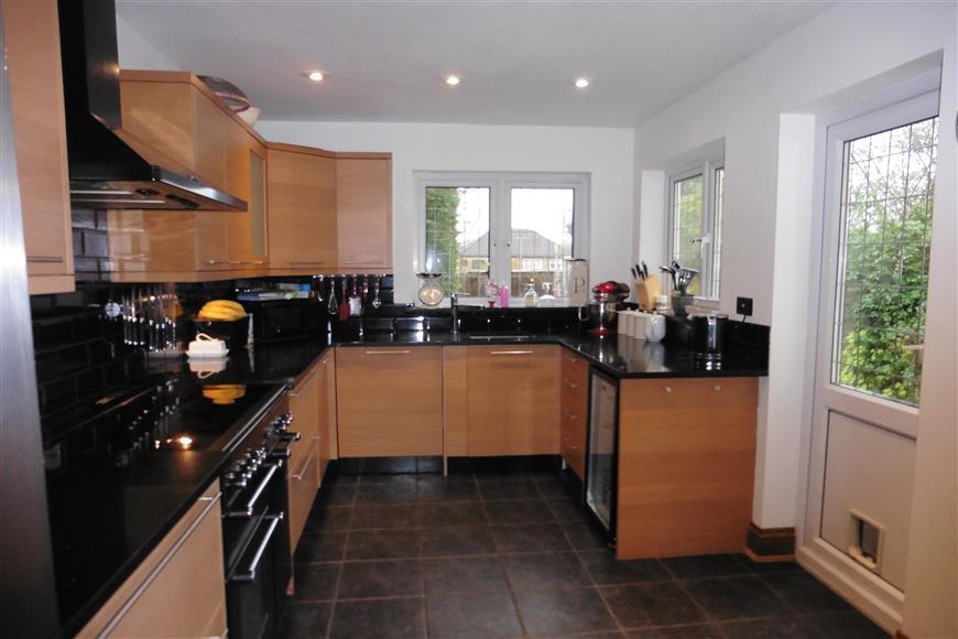 4 Bedrooms Detached House for sale in Athelstan Road, Harold Wood, Essex