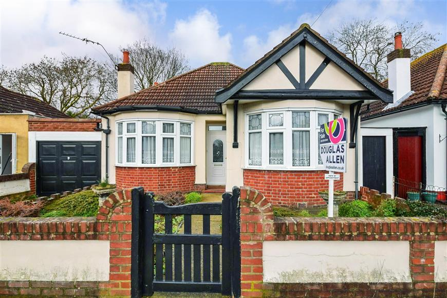 2 Bedrooms Link Detached House for sale in Epsom Road, Ilford, Essex