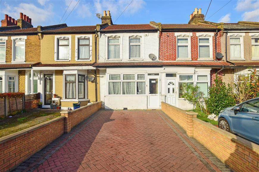 3 Bedrooms Terraced House for sale in Green Lane, Ilford, Essex