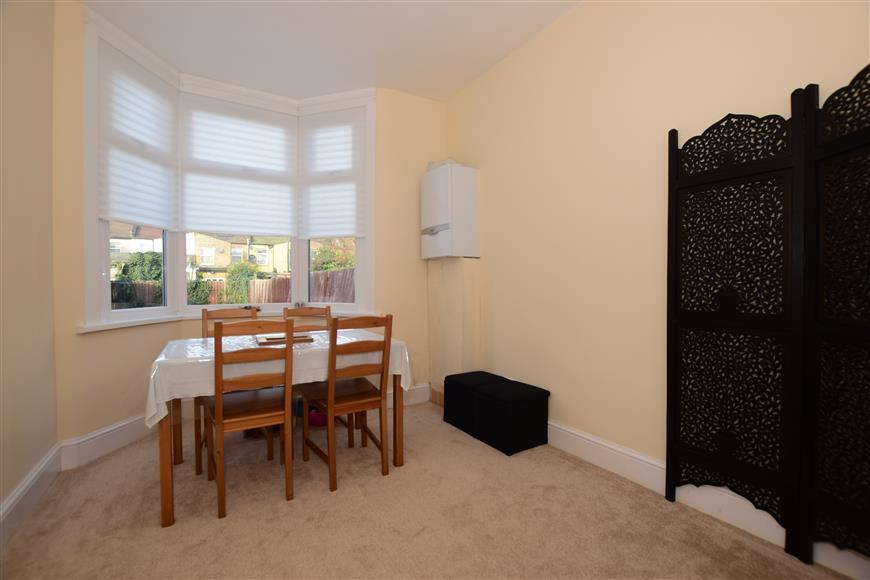 3 Bedrooms Terraced House for sale in Hampton Road, Ilford, Essex