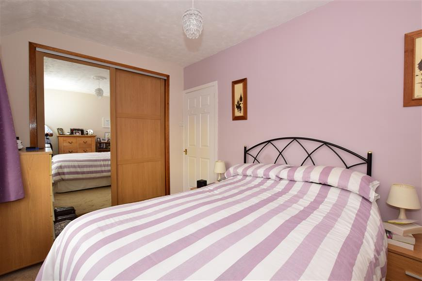 3 Bedrooms Terraced House for sale in Woodland Road, Loughton, Essex