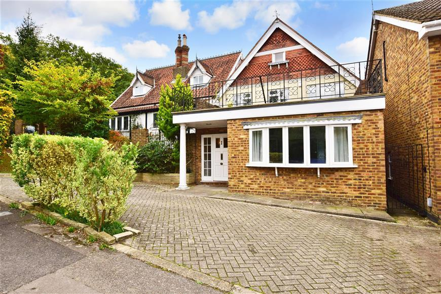 4 Bedrooms Link Detached House for sale in Shaftesbury, Loughton, Essex