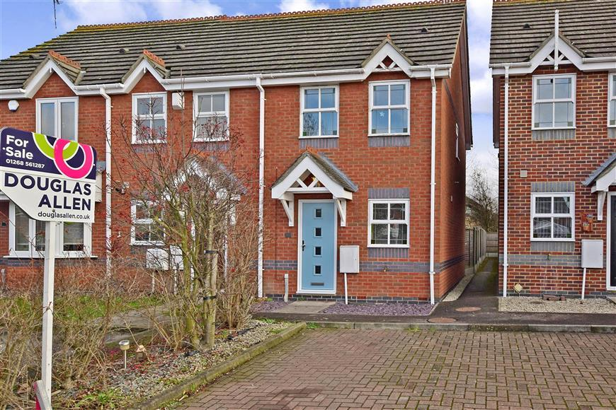 2 Bedrooms End Of Terrace House for sale in Ruthven Close, Wickford, Essex