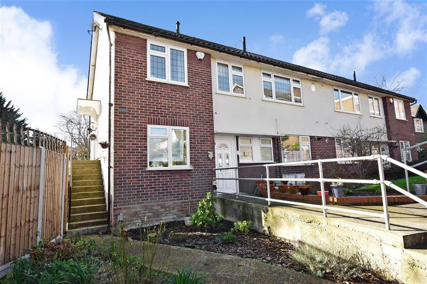 2 Bedrooms Ground Maisonette Flat for sale in Grange Close, Woodford Green, Essex