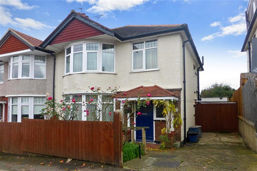3 Bedrooms Semi Detached House for sale in Fairlawn Drive, Woodford Green, Essex
