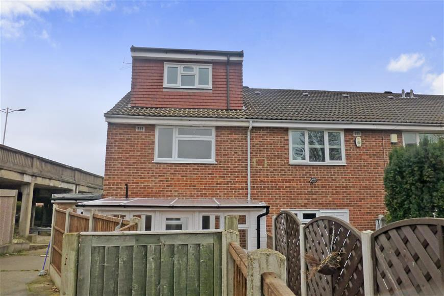 3 Bedrooms End Of Terrace House for sale in Scoter Close, Woodford Green, Essex
