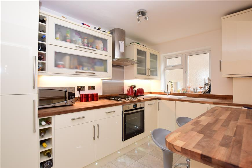 2 Bedrooms Flat for sale in Derby Road, South Woodford