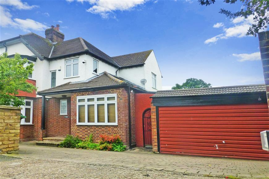 4 Bedrooms Semi Detached House for sale in Henrys Avenue, Woodford Green, Essex