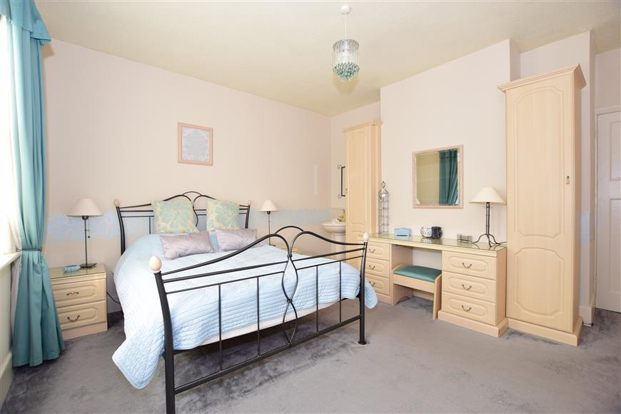 4 Bedrooms Semi Detached House for sale in Brooklands Road, Cowes, Isle of Wight