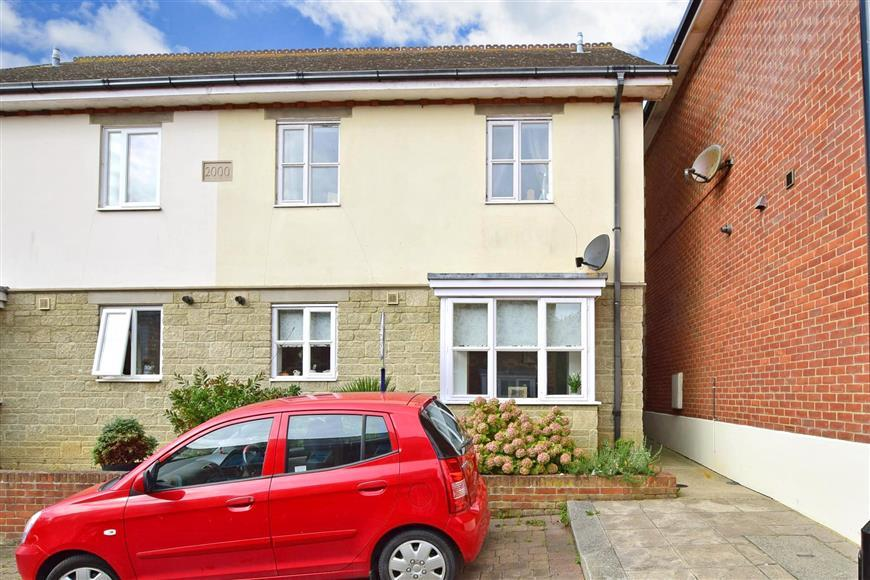 3 Bedrooms Semi Detached House for sale in Dall Square, Freshwater, Isle of Wight