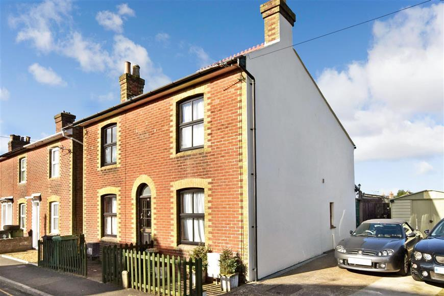 2 Bedrooms Semi Detached House for sale in St. Pauls View Road, Newport, Isle of Wight