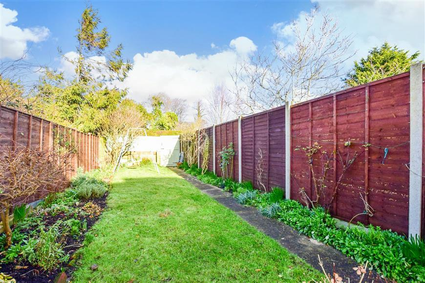 3 Bedrooms Terraced House for sale in Hillside, Newport, Isle of Wight