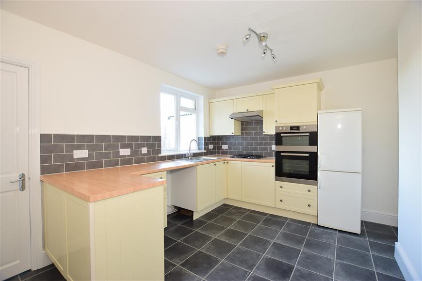 3 Bedrooms End Of Terrace House for sale in St. Pauls View Road, Newport, Isle of Wight
