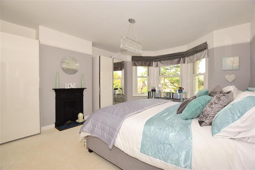 5 Bedrooms Detached House for sale in Palmers Road, Wootton Bridge, Isle of Wight