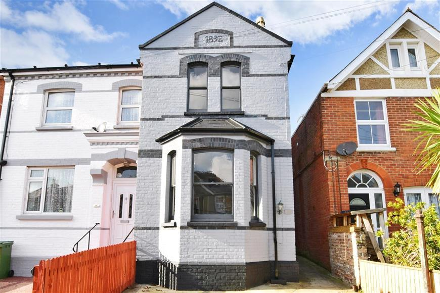 2 Bedrooms Semi Detached House for sale in St. Johns Road, Sandown, Isle of Wight