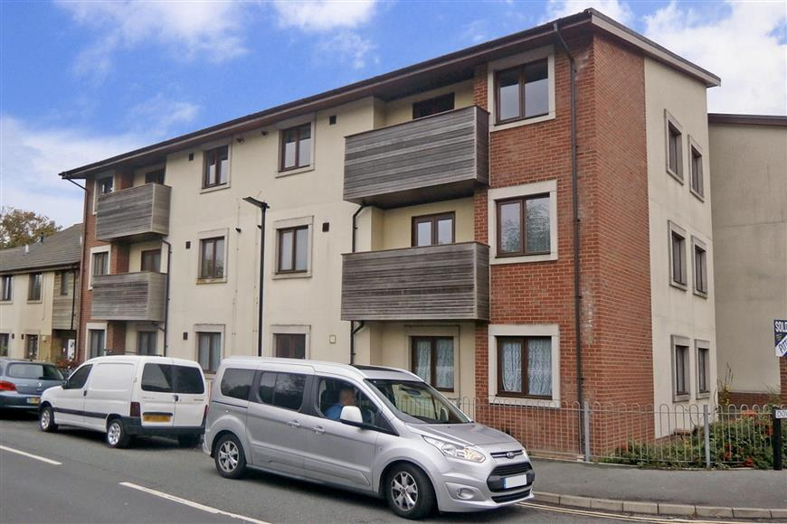 2 Bedrooms Apartment Flat for sale in Downsview, Sandown, Isle of Wight