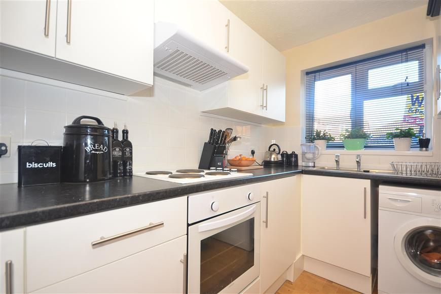 2 Bedrooms Terraced House for sale in Essella Park, Ashford, Kent