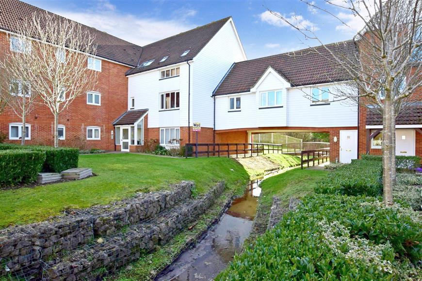 2 Bedrooms Apartment Flat for sale in Galloway Drive, Kennington, Ashford, Kent