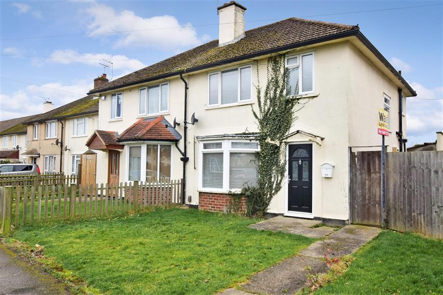 3 Bedrooms Semi Detached House for sale in Simons Avenue, Ashford, Kent