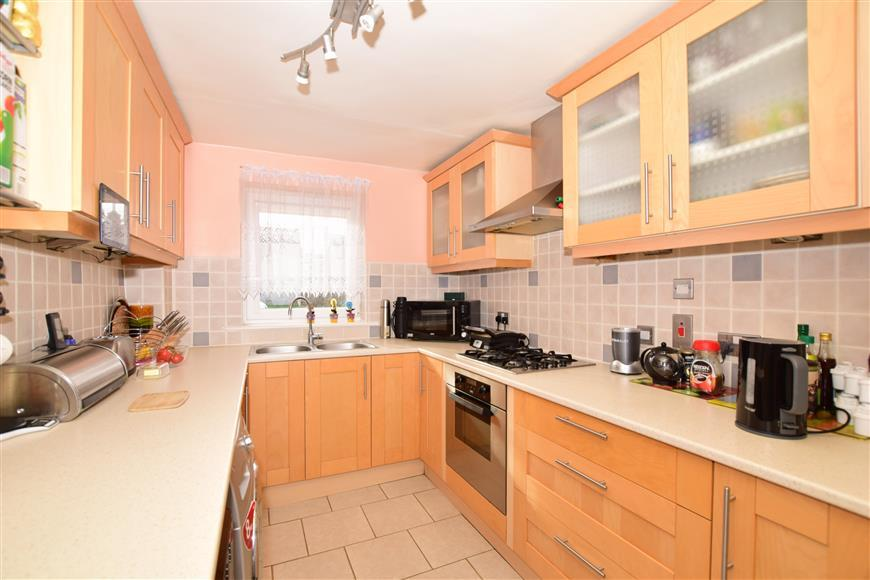 3 Bedrooms End Of Terrace House for sale in Watermead Close, Ashford, Kent