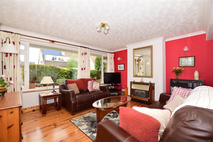 3 Bedrooms Semi Detached House for sale in Jillian Way, Ashford, Kent