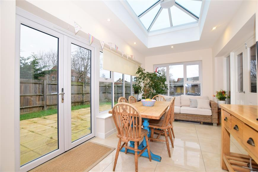 4 Bedrooms Detached House for sale in Maytree Place, Ashford, Kent