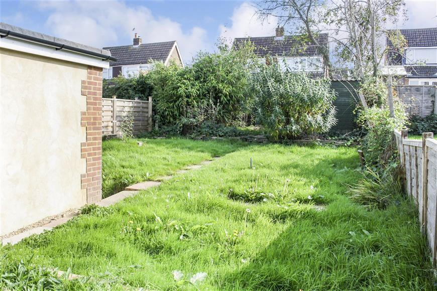 4 Bedrooms Semi Detached House for sale in Aragon Close, Ashford, Kent