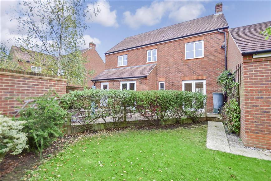 4 Bedrooms Detached House for sale in Barley Mow View, Ashford, Kent