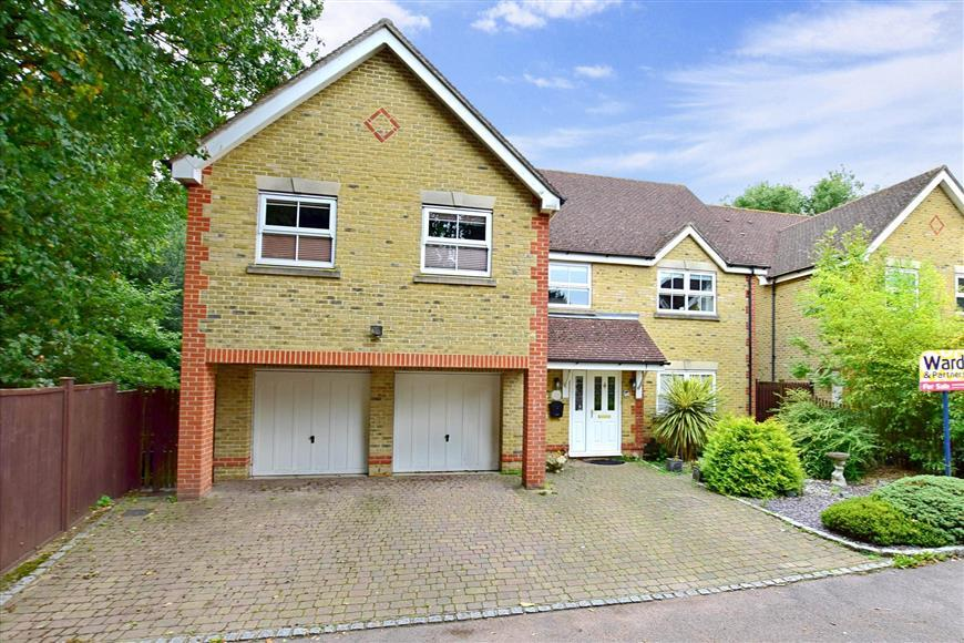 5 Bedrooms Detached House for sale in Leeswood, Willesborough, Ashford, Kent