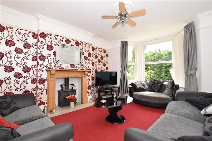 6 Bedrooms Detached House for sale in Faversham Road, Kennington, Ashford, Kent