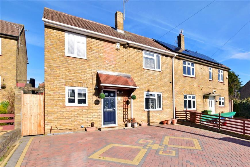3 Bedrooms Semi Detached House for sale in Venners Close, Bexleyheath, Kent