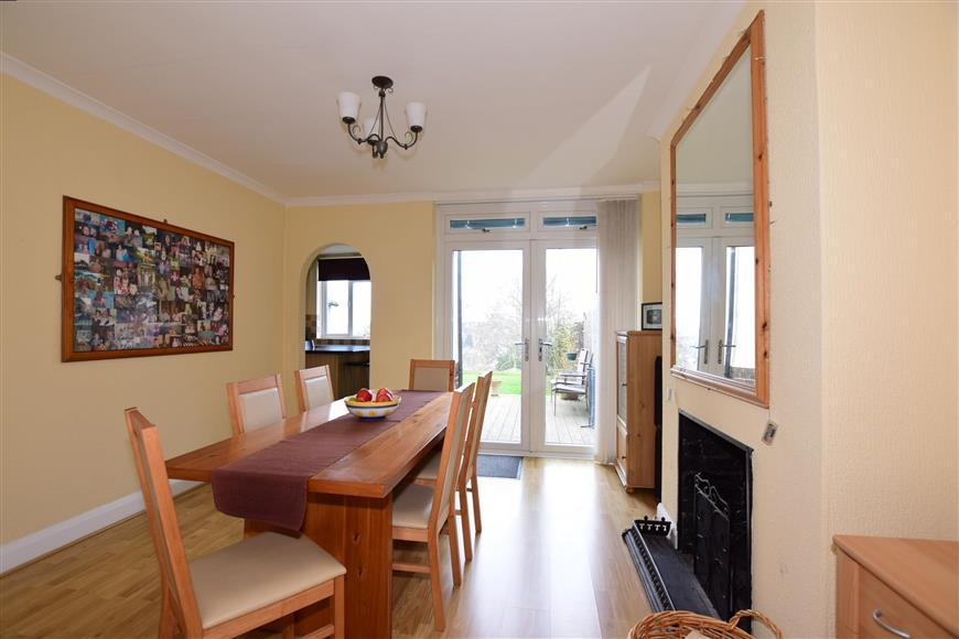 3 Bedrooms Semi Detached House for sale in Coniston Road, Barnehurst, Kent