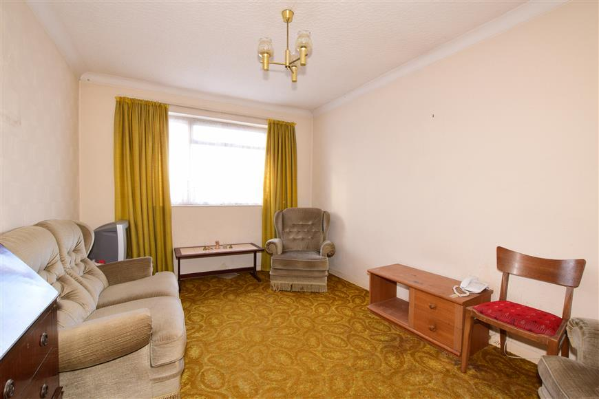 2 Bedrooms Maisonette Flat for sale in Stonefield Close, Bexleyheath, Kent