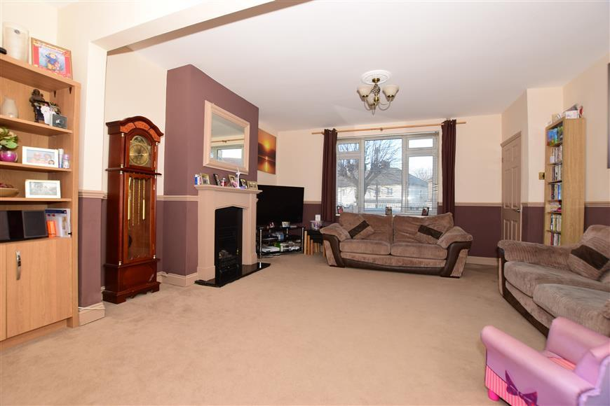 4 Bedrooms Semi Detached House for sale in Ling Road, Erith, Kent