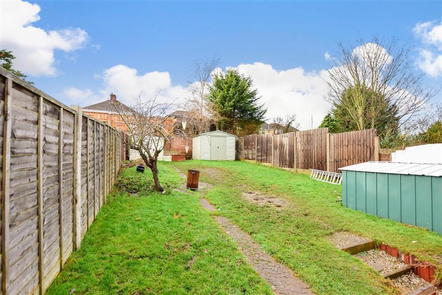 4 Bedrooms Semi Detached House for sale in Castleton Avenue, Barnehurst, Kent