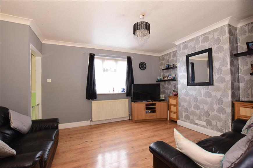 4 Bedrooms Semi Detached House for sale in Howbury Lane, Erith, Kent