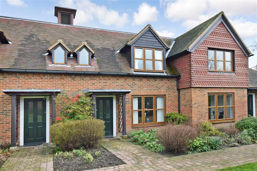 2 Bedrooms Terraced House for sale in Eylesden Court, Bearsted, Maidstone, Kent