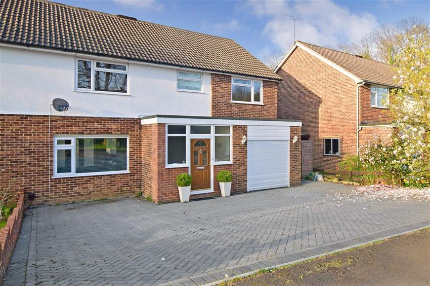5 Bedrooms Semi Detached House for sale in Woolley Road, Maidstone, Kent