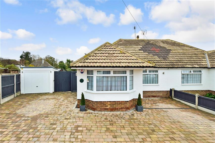 2 Bedrooms Semi Detached Bungalow for sale in Oaklands Avenue, Broadstairs, Kent