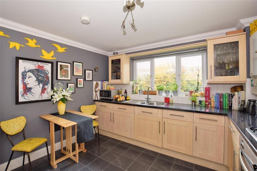 2 Bedrooms Flat for sale in Poplar Road, Broadstairs, Kent